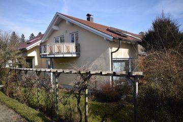 Ravensburg-Weststadt – Gepflegtes 2-Familienhaus auf weitläufigem Gartengrundstück, 88213 Ravensburg, Zweifamilienhaus