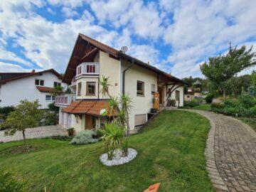 Familiendomizil in Hoßkirch – Attraktives EFH mit ELW mit großzügigem Gartengrundstück, 88374 Hoßkirch, Einfamilienhaus
