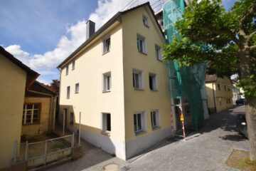 Am Ufer der Scherzach – Teilrenoviertes Stadthaus in unmittelbarer Nachbarschaft zum Schlössle, 88250 Weingarten, Einfamilienhaus