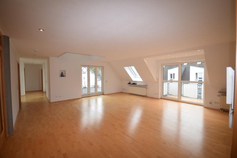 Wohnbereicht mi Balkon und Dachterrasse
