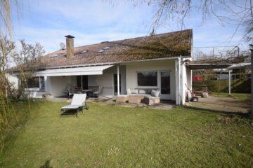Wilhelmsdorf-Esenhausen Großzügiges Familiendomizil mit weitläufigem Gartengrundstück, 88271 Wilhelmsdorf, Zweifamilienhaus