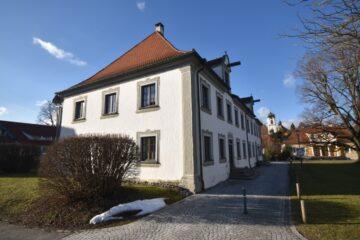 Wohnen im Baudenkmal – Kleine 2-Zimmer-ETW im Ortskern von Wolfegg, 88364 Wolfegg, Etagenwohnung